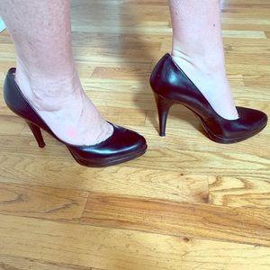 Classic Nine West Black Leather Platform Heels
